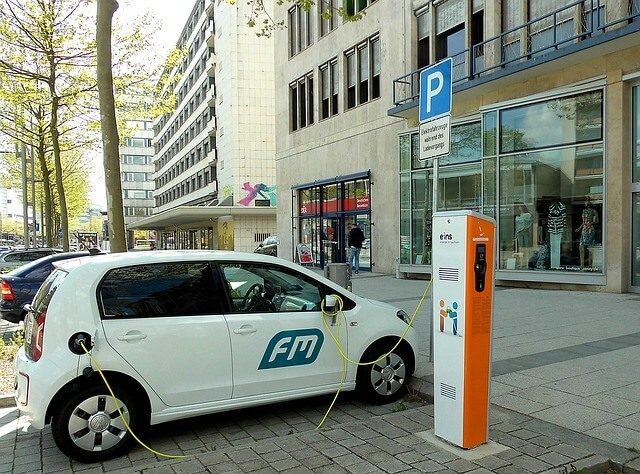 Elektrické nabíjecí auto