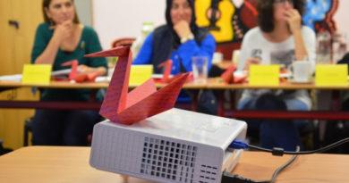 Pelikan na projektoru