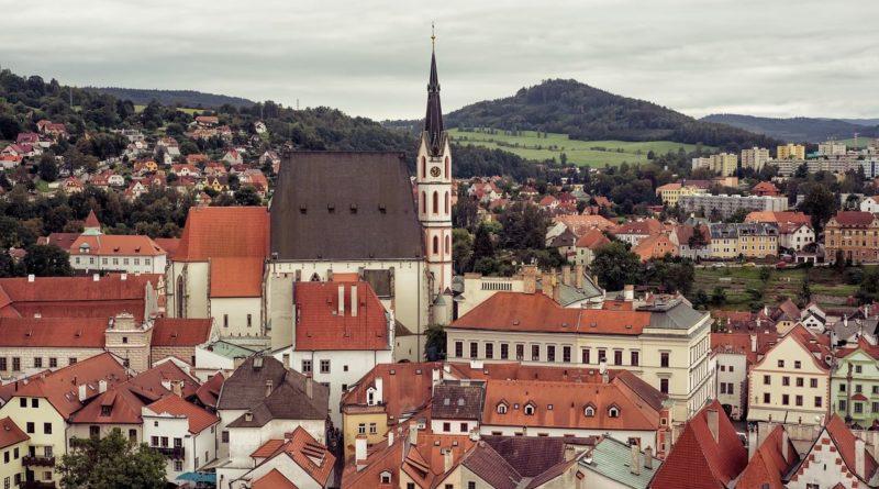 Výhled na město a jeho okolí