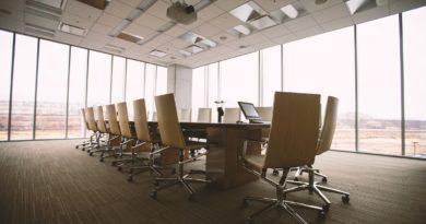 Offshore holdingová společnost - zasedací místnost